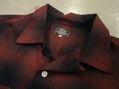 トパーズのオープンカラーシャツ